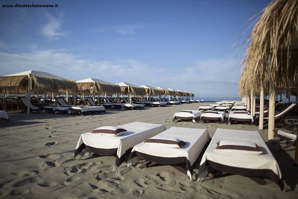 Beach club spiaggia ferragosto